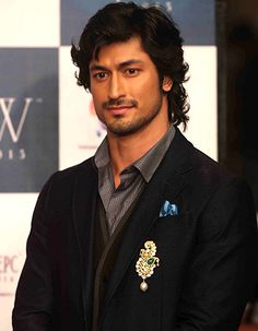 Vidyut Jamwal, Indian film actor, model & martial artist, b. Gorgeous Men, Beautiful People, Hottest Guy Ever, Respect Women, Handsome Faces, Martial Artist, Indian Celebrities, Bollywood Actors, Actor Model