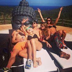 chelsy davy boyfriend   Chelsy Davy feiert mit Freund & Freunden auf Ibiza