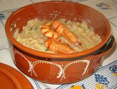 """Não serei eu alentejana! :D Uma açorda é um prato muito simples de fazer, fica muito barato, mesmo levando marisco, pois a """"substância"""" do p..."""