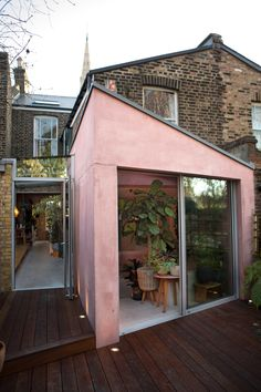 The Nordroom - A Pink Concrete Extension For A Victorian Home in London. A Victorian London home rocks a pink concrete extension Victorian London, Victorian Homes, Patio Interior, Interior And Exterior, Baroque Architecture, Interior Architecture, Boho Home, House Extensions, Deco Design