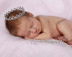 One of baby Perrin's new born pictures will have this prince crown in it :) He is my little prince after all! baby-ideas