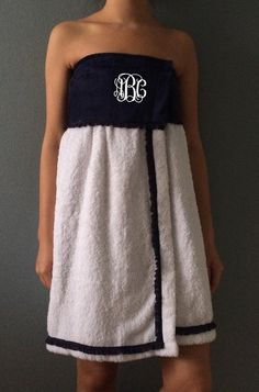 Great Looking Towel Wrap. A Perfect gift for bridesmaids, graduation, spa days or as a bath and poolside cover-up. Serger Projects, Monogram Towels, Wedding Embroidery, Towel Crafts, Towel Wrap, Pattern Cutting, Spa Day, Cute Gifts, Sewing Crafts
