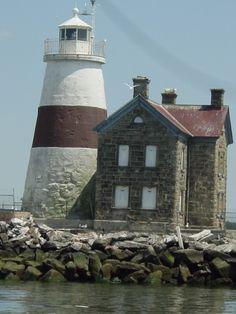 Execution Rocks Lighthouse, Long Island Sound, New York Lighthouse Lighting, Lighthouse Pictures, Safe Harbor, Long Island Ny, Beacon Of Light, Light Of The World, Sands Point, East Coast, 10 Seconds