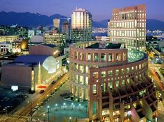 Central Public Library in Library Square, Vancouver, B.C., Canada, Moshe Safdie and DA Architects