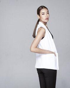 เสื้อคลุมสไตล์เรียบ มีติดตู้ไว้ไม่มีเอ้าท์ LAST CHANCE กับราคาสุดพิเศษ😍😍 Sleeveless vest blazer (J6025WH) sale 1,090.- www.mmchic-th.com | LINE…