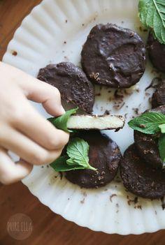 Raw, No-bake Dark Chocolate Mint Thins : vegan, paleo, gluten free, grain free, naturally sweetened