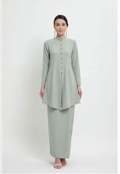 Modest Fashion Hijab, Modern Hijab Fashion, Batik Fashion, Abaya Fashion, Muslim Fashion, Fashion Dresses, Kebaya Hijab, Kebaya Dress, Hijab Wedding Dresses
