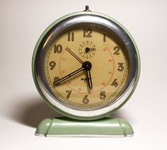 Shabby but chic vintage French JAPY Green Alarm Clock