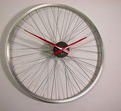 Bicycle Wheel Clock por Vyconic en Etsy, £75.00