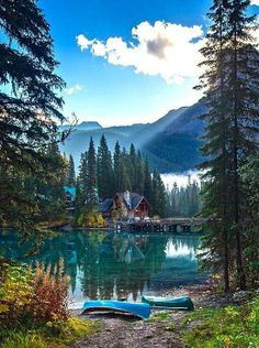 Emerald Lake in Banff National Park, Alberta, Canada. This falls just outside the Banff National Park boundary. It's in Yoho National Park, British Columbia. Yoho National Park, National Parks, Dream Vacations, Vacation Spots, Vacation Rentals, Vacation List, Family Vacations, Lago Tahoe, Places To Travel