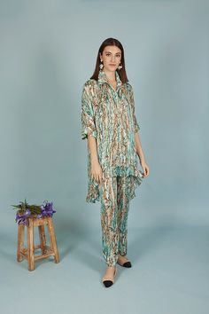 PANTALÓN VERDE A CONJUNTO | Teria Yabar Primavera Verano 2020 Kimono Top, Animal, Tops, Women, Fashion, Green Pants, Spring Summer, Feminine, Moda