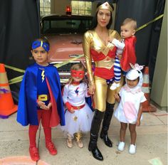 Kourtney Kardashian, os filhos, Reign Aston Disick, Penelope Scotland Disick, Mason Dash Disick e North West - Halloween