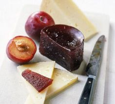 For Quince membrillo serve with yummy cheese. Also here Jane's British version of the Spanish quince paste membrillo, traditionally served with Manchego cheese Chutneys, Bbc Good Food Recipes, Yummy Food, Quince Recipes, Quince Ideas, Chocolate Dipping Sauce, A Food, Food And Drink, Prune