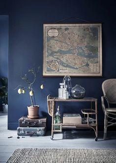 Farrow & Ball Stiffkey Blue, Gravity Home: Tiny Blue Stockholm Apartment Blue Painted Walls, Dark Blue Walls, Grey Walls, Accent Walls, Dark Living Rooms, Living Room Decor, Dark Rooms, Modern Living, Blue Living Room Walls