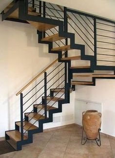 Escalera en U / peldaño de madera / con zancas laterales IBISCO C New Living srl Steel Stairs, Wood Stairs, House Stairs, Stair Railing Design, Staircase Railings, Stairways, Staircase Ideas, Pole Barn House Plans, Pole Barn Homes