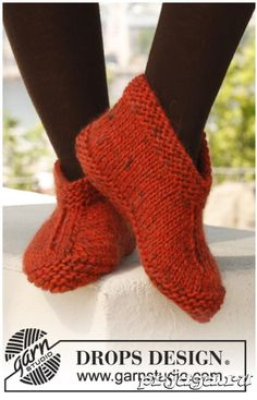 Socks & Slippers - Free knitting patterns and crochet patterns by DROPS Design Knit Slippers Free Pattern, Knitted Slippers, Crochet Slippers, Knit Or Crochet, Hand Crochet, Kids Slippers, Knitted Booties, Knitting Patterns Free, Knit Patterns