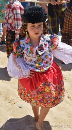 Young girl with Nazaré costume - Portugal Folk Costume, Costumes, Photo Reference, Harajuku, Captain Hat, Folklore, Bridges, Geography, Europe