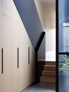 Midweek inspiration via 👌🏻 thanks for sharing their inspiring feed with us. Love this bespoke balustrade & timber cabinetry detailing by 💭 Port Melbourne House by Pandolfini Architects Photographed by Rory Gardiner 📷 Contemporary Stairs, Modern Staircase, Staircase Design, Stair Design, Interior Stairs, Bathroom Interior, Interior Architecture, Stair Handrail, Railings