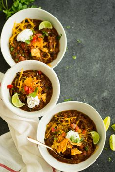 Bacon, beef, & pumpkin chili is a perfect quick fall dinner. Bacon, beef, & pumpkin along with the usual chili suspects form a truly comforting chili. Pumpkin Pasta, Pumpkin Chili, Canned Pumpkin, Pumpkin Puree, Crock Pot Slow Cooker, Slow Cooker Recipes, Thanksgiving Recipes, Fall Recipes, Chili Soup