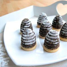 Recept na vánoční vosí hnízda krok za krokem Mini Cupcakes, Holiday Recipes, Cheesecake, Muffin, Cookies, Breakfast, Sweet, Desserts, Crack Crackers