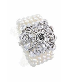 Add this Jenna Clifford Fine Jewellery Bracelet to your all-white outfit on a special night out!  Signature bracelet from the Fine Jewellery by Jenna Clifford Collection mastercrafted in solid white gold (750) set with cultured pearls. The centrepiece is set with round brilliant cut diamonds.
