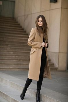 39 Comfy Winter Coats Outfit Ideas For You Who Want To Look Cool - Winter season is fast approaching. And people are now turning into winter apparel to keep them warm during these cold months. Winter coats are somethi. Long Coat Outfit, Winter Coat Outfits, Trench Coat Outfit, Winter Fashion Outfits, Winter Outfits, Casual Outfits, Fall Fashion, Classy Winter Fashion, Fasion