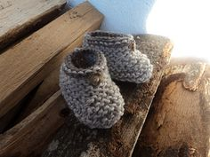 Easiest fastest baby booties ever.  free pattern