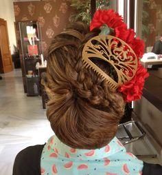 #Recogido #Feria Jerez Spanish Hairstyles, Pretty Hairstyles, Gypsy Hair, Flamenco Costume, Spain Fashion, Hair Sticks, Hair Piece, Dance Dresses, Traditional Dresses