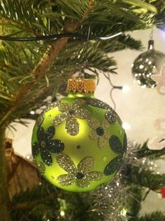 Easy way to customize some Christmas decorations. Elizabeth Craft Designs using Glitter Ritz and a plain ornament.
