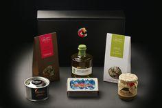 """A """"Gourmet in a Box"""" é um conjunto temático de produtos seleccionados para experimentar excelentes novidades gourmet, descobrir novos sabores, partilhar com a família ou oferecer como presente.  A """"Gourmet in a Box"""" BIO inclui os seguintes produtos:   . Azeite Biológico  . Tisanas Biológicas  . Arroz Biológico com Legumes  . Compota Biológica  . Sardinhas em Azeite Extra-Virgem Biológico  . Ervas Aromáticas"""