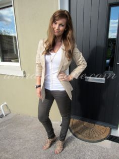 Anna Saccone: Outfit of the Day Anna Saccone Joly, Teacher Wardrobe, Happy Women, School Outfits, Beautiful Outfits, Outfit Of The Day, Casual Outfits, My Style, Womens Fashion