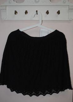 Kup mój przedmiot na #vintedpl http://www.vinted.pl/damska-odziez/spodnice/9800194-czarna-koronkowa-spodniczka-hm