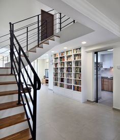 Wood makes the scandinavian home look comfortable, slightly rustic, yet simultaneously sleek and polished. Interior Design Website, Home Interior Design, Stair Bookshelf, Bookshelves, Staircase Architecture, Muji Home, Modern Windows, House Stairs, Dream House Exterior
