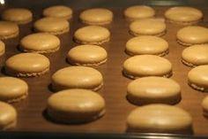 """Jokin aika sitten ostin ihanan kirjan """"Pariisilainen macaron-leivos"""". Siellä oli myös macaronkuorien ohje, joka on seuraavanlainen 1..."""