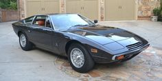 Vintage Cars Classic Why Buy a New Maserati When a 1977 Khamsin is Up For Sale? - It's a brown, manual-transmission Maserati GT with Bertone styling and a What's not to love? New Sports Cars, Super Sport Cars, Super Cars, Maserati Khamsin, Maserati Merak, Maserati 3200 Gt, Design Retro, Pretty Cars, Vintage Cars