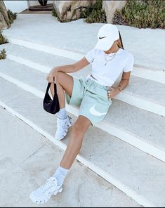 Tomboy Fashion, Teen Fashion Outfits, Mode Outfits, Retro Outfits, Look Fashion, Streetwear Fashion, Tomboy Style, Streetwear Summer, Dope Style