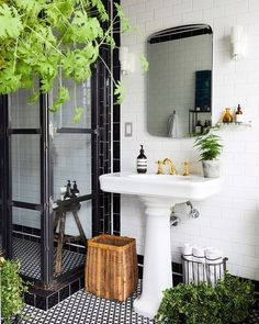 Home Decor Living Room Gorgeous black and white bathroom.Home Decor Living Room Gorgeous black and white bathroom Ideas Baños, Cool Ideas, Tile Ideas, Decor Ideas, Decorating Ideas, Home Interior, Bathroom Interior, Interior Design, Kitchen Interior