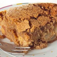 Receita de Torta de Maçã Crocante - 100 gr de manteiga, 2 xícaras (chá) de açúcar, 2 unidades de ovo, 2 colheres (chá) de canela-da-china em pó, 2 1/2 xícar...