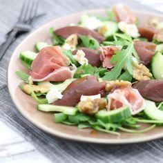 Salade met stoofperen en geitenkaas