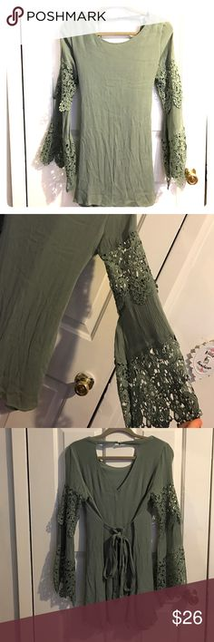 Jungle green flare sleeve dress Only worn once! Beautiful could be casual or dressy party dress! Laced bell sleeves. Francesca's Collections Dresses Mini