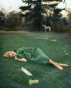 Bert Stern was most famed for his photographs of Marilyn Monroe, but some of his fashion photography is amongst my most favourite imagery of all time. Love this green on green, from a 1967 shoot Portrait Photography, Fashion Photography, Bert Stern, Norma Jeane, Photos Du, Shades Of Green, Old Hollywood, Fantasy, Pictures