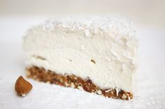 Raw Banana Coconut Cashew Cake Talk about dessert delight – it's nutty, moist and yes I will say breathtaking. Raw Vegan Desserts, Raw Vegan Recipes, Vegan Treats, Healthy Dessert Recipes, No Bake Desserts, Healthy Desserts, Just Desserts, Vegan Raw, Paleo