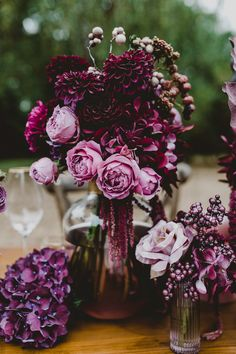 Blütenzauber in Burgunder The perfect color for your wedding decoration: burgundy. Wedding Flower Decorations, Wedding Themes, Wedding Flowers, Bouquet Flowers, Jewel Tone Wedding, Purple Wedding, Outdoor Engagement Photos, Engagement Ideas, Drawing Flowers