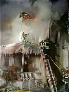 FDNY STRUCTURE FIRE Check out the guy on the porch roof!!!!!