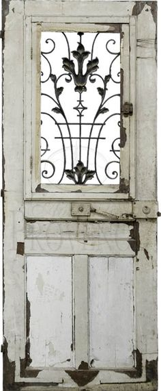 Beautiful old door for a garden gate! Or you could use a newer door, antique it and add an wrought iron or metal detail where the window is/was. A donde nos conducirá esta puerta