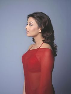 Aishwarya Rai Looks Hot In Red Saree pics] & Red Bra! Actress Aishwarya Rai, Aishwarya Rai Bachchan, Hot Actresses, Indian Actresses, Red Bra, Red Saree, Beautiful Bollywood Actress, Bollywood Style, Indian Beauty Saree