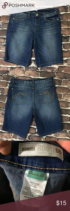 Size 10 Bermuda shorts Size 10 denim jean Bermuda shorts Route 66 Shorts Bermudas