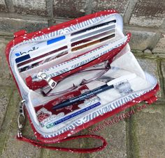 Sew the Walkabout Wristlet Wallet or Cross-body Bag - A paper sewing pattern from Kathy Southern of StudioKat Designs Wallet Sewing Pattern, Tote Pattern, Sew Wallet, Wristlet Wallet, Diy Wallet Bag, Bag Patterns To Sew, Sewing Patterns, Patchwork Bags, Handmade Bags