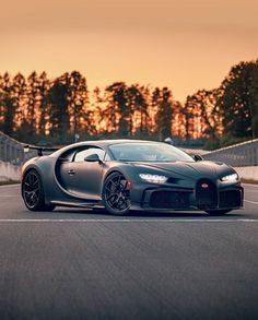 Bugatti Cars, Bugatti Chiron, Top Cars, Luxury Life, Exotic Cars, Automobile, Photos, Instagram, Vehicles