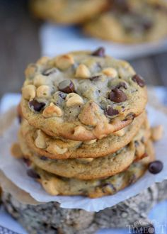 Got ripe bananas? These easy Peanut Butter Banana Chocolate Chip Cookies are WAY more fun than making banana bread and so delicious too! Super soft and absolutely amazing! // Mom On Timeout Peanut Butter Banana Cookies, Banana Chocolate Chip Cookies, Peanut Butter Chips, Chocolate Chips, White Chocolate, Chocolate Cake, Cookie Desserts, Just Desserts, Cookie Recipes